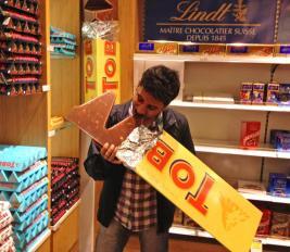 giant-10-lb-toblerone-bar-0